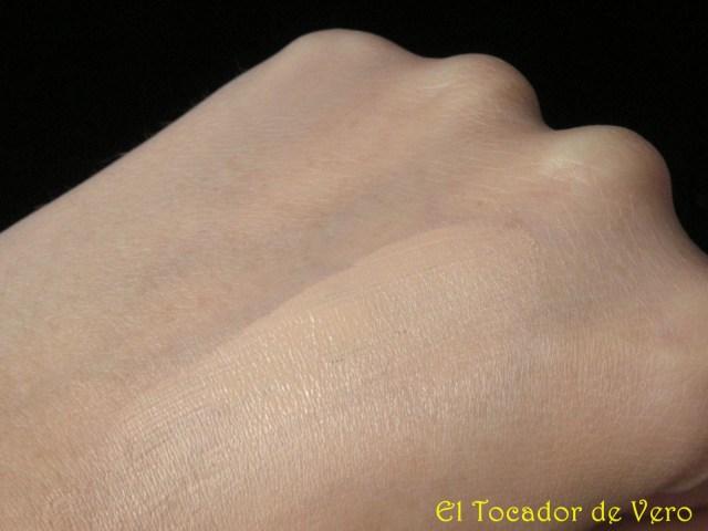 Swatch base de maquillaje Teint Haute Tenue de Clarins