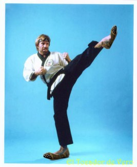 Chuck Norris con bailarinas de zara