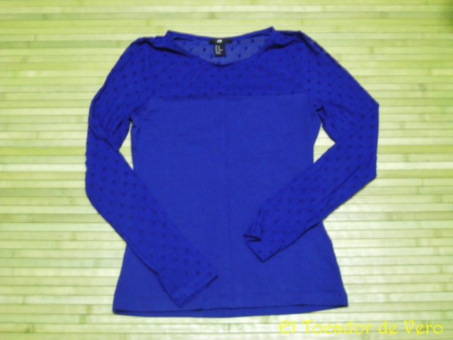 camiseta azul klein de H&M