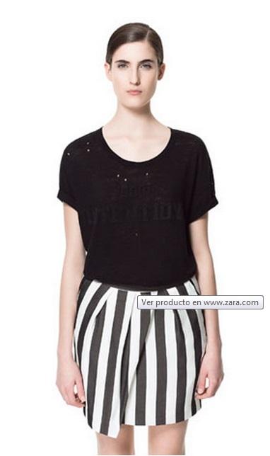 Camiseta con agujeros de Zara 2