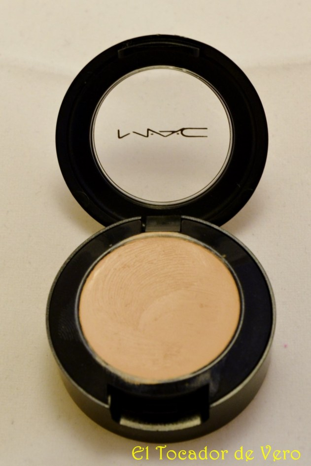 Studio Finish Concealer 1