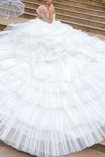 bohemian-style-oversized-skirt-lace-wedding-dress 2