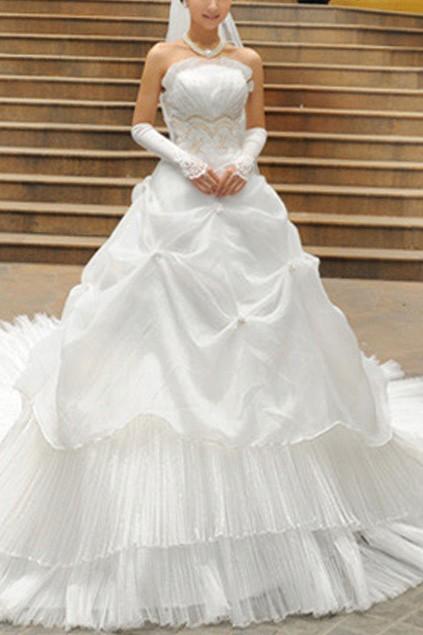 bohemian-style-oversized-skirt-lace-wedding-dress