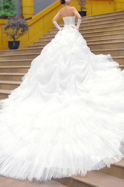 bohemian-style-oversized-skirt-lace-wedding-dress0