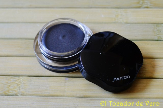 Shimmering Cream Eye en el tono BK912 Caviar de Shiseido
