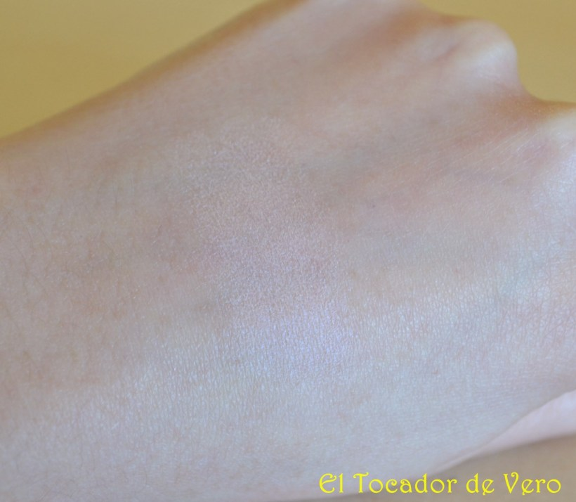 Swatch Iluminador Luminizing Satin Face Color PK107 Medusa de Shiseido